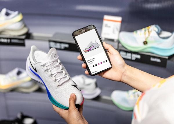 NIKE - gã khổng lồ ngành giày thể thao đang bắt đầu tập trung vào chuyển đổi số